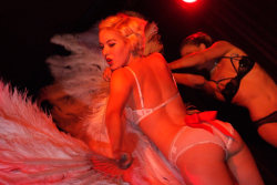 Burlesque freakout Club 8